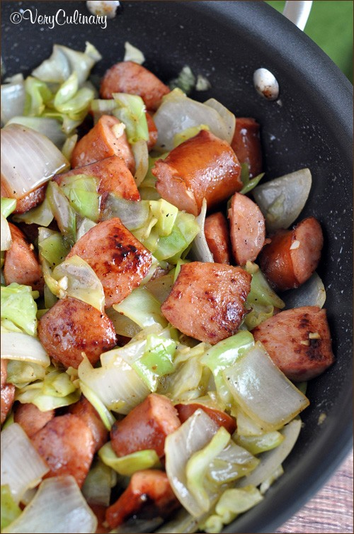 Amazingly Delicious And Super Easy One-Pan Kielbasa And Cabbage Skillet
