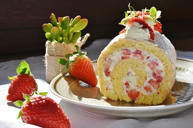 This Strawberry Shortcake Cake Roll Is The Perfect Cake For Any Occasion