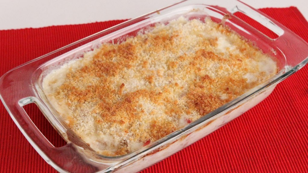 This Chicken Cordon Bleu Casserole Looks Absolutely Delicious