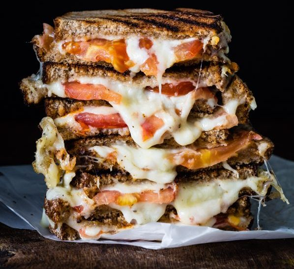 Easy, Delicious And Super Fast To Make: Grilled Cheese Tomato Sandwich