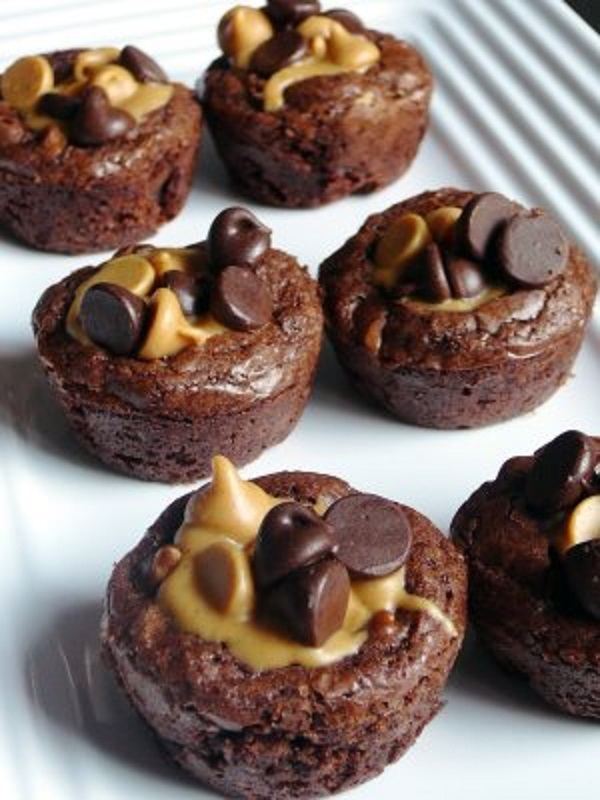 These Simple Peanut Butter Cup Brownies Are A Huge Hit!