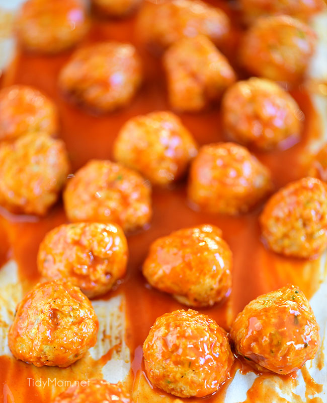 Easy And Mess-Free Buffalo Chicken Meatballs With Ranch